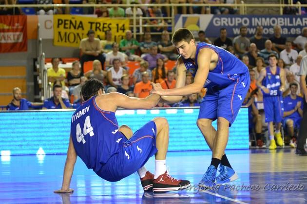 Juancho levanta a Dejan Ivanov // Planetacb.com
